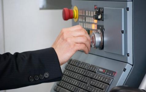 Traslación del mecanizado a través del volante electrónico según el eje seleccionado